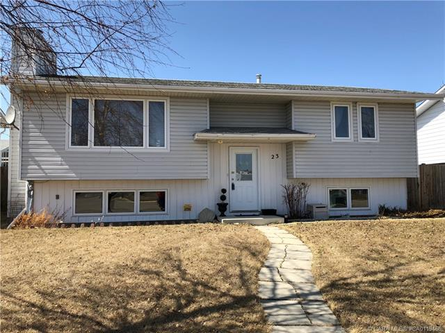 23 Dundee Crescent, 3 bed, 2 bath, at $295,000