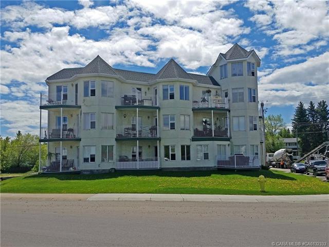5135 Lakeshore Drive, 1 bed, 1 bath, at $103,000
